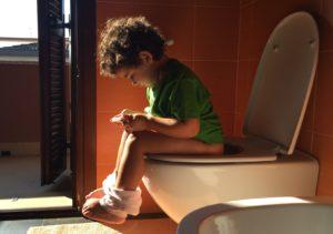 Stipsi (o stitichezza) nel bambino: diagnosi, rimedi, dieta corretta e terapia